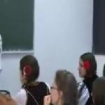 În Braşov, costumul popular a devenit uniformă şcolară! Iniţiativa a a...