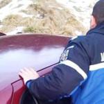 SCOŞI DIN NECAZ DE JANDARMI! Doi turişti au derapat cu maşina într-un ...