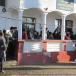 DÂMBOVIŢA: Bălenarii s-au înghesuit să-şi facă buletinul la Primărie