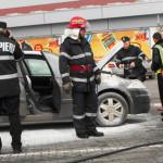 IALOMIŢA: Maşină în flăcări, în parcarea unui supermarket din Slobozia
