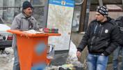 SCLAVIE ÎN EPOCA MODERNĂ: Vânzătorii de noroc de la colţ de stradă sunt fentaţi cu acte