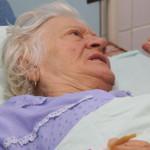 ARGEŞ: O bătrână acuză că a fost bătută de asistente în Spitalul Judeţ...
