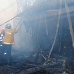 TELEORMAN: La un pas să ardă de viu! Bătrânul a fost salvat de pompier...