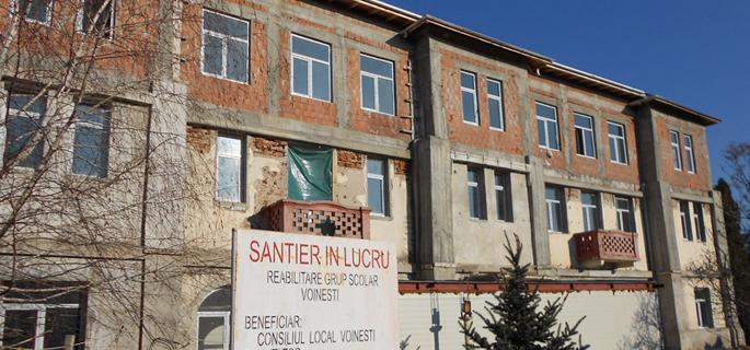Lucrările de reabilitare şi extindere a Liceului Voineşti au început în 2007
