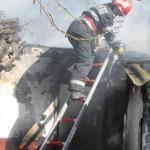 IALOMIŢA: Şi-au dat foc la case şi animale, din neglijenţă!