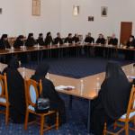 DÂMBOVIŢA: Problemele curente din mănăstiri, la masa discuţiilor