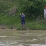 ARGEŞ: Crimă oribilă de Paşte! Cadavrul unui tânăr, găsit într-un lac