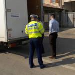 DÂMBOVIŢA: Poliţiştii dau de pământ cu traficanţii de alcool şi produs...