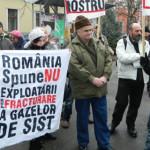 PROTEST: Românii îşi apără astăzi pământul, apa şi aerul