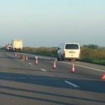 AUTOSTRADA  A1: Şofer spulberat de un tir în timp ce schimba roata de ...