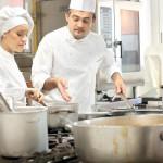 ŞANSĂ: Nemţii caută bucătari şi ospătari în România. Vezi unde se orga...
