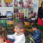 DÂMBOVIŢA: Preşcolarii din Raciu au primit jucării şi medalii din part...