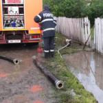 DÂMBOVIŢA: Gospodării inundate în nordul judeţului, după ploaia din ac...