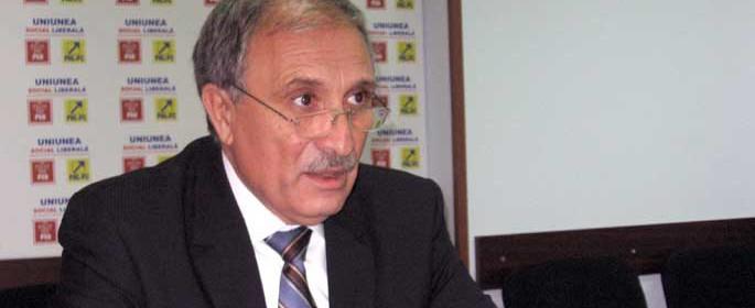 Preşedintele PNL, Vasile Mustăţea, i-a primit pe PSD-işti cu graţele deschise. (Foto: opiniagiurgiu.ro)
