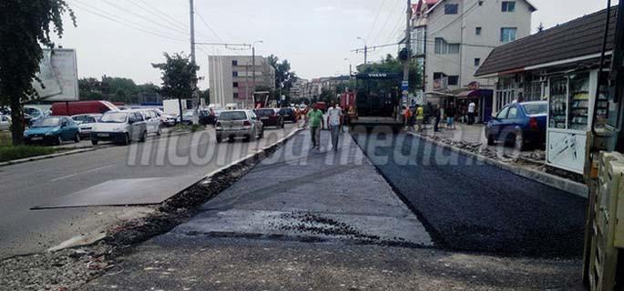 Tehnologia adoptată de constructor permite asfaltarea pe ploaie! (Foto: Adevărul)