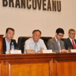 ARGEŞ: Preşedintele Consiliului Judeţean a cerut 42 de microbuze şcola...