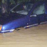 DÂMBOVIŢA: Pompierii au evacuat toată noaptea apa din casele sătenilor...