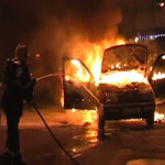 PRAHOVA: Maşină incendiată în miez de noapte pe o stradă din Ploieşti