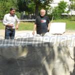 DÂMBOVIŢA: Cinci sculptori de renume însufleţesc piatra în văzul moren...