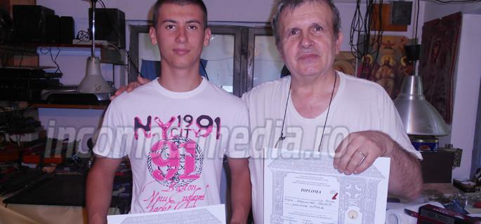 Andrei Marinoiu şi îndrumătorul său, maestrul orfevrier Marian Grigore