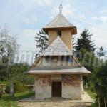 DÂMBOVIŢA: Salvată din ruină şi pusă în valoare, biserica din lemn de ...