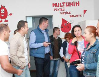 DÂMBOVIŢA: Mobilizare generală la Titu! Angajaţii Primăriei şi membrii PSD au donat sânge