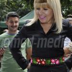 DÂMBOVIŢA: Elena Udrea şi-a cumpărat podoabe din târgul meşterilor pop...