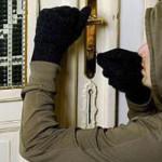 DÂMBOVIŢA: Spărgător de case la 15 ani! Controlul judiciar nu l-a sper...