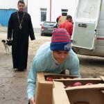 DONAŢIE: Mere de Bacău pentru amărâţii din judeţul Dâmboviţa, prin Arh...