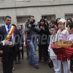 DÂMBOVIŢA: Ministrul Educaţiei a petrecut zeci de minute printre preşc...