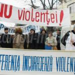 VIDEO: Stop, violenţei în familie! Sute de persoane au manifestat pe s...