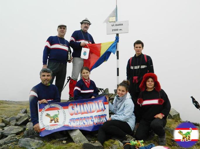 20 septembrie 2014 – VÂRFUL DARA – Munţii Făgăraş – 2501m Dinozauri participanţi: Ionel Glodeanu, Nicu Posta, Marius Prundaru, Silvia Pleşea, Ileana Bocanciu