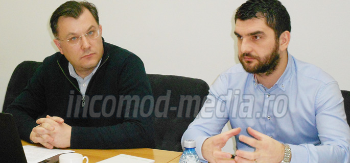 Bogdan Arnăutu (stânga) şi Dragoş Tuţă (dreapta), comunicatorii Carpatcement