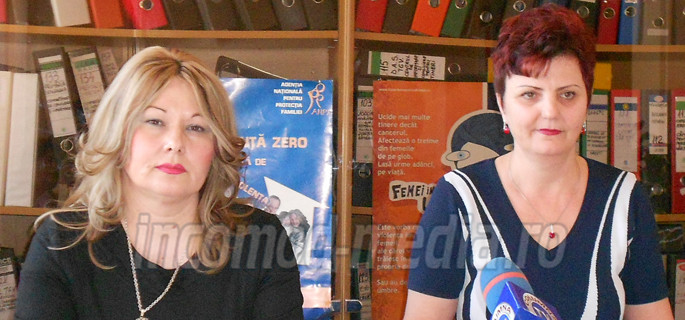 Constanţa Anghel (dreapta) - director AJOFM şi Valentina Soare (stânga) - consilier EURES