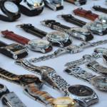UPDATE: Poliţiştii au confiscat 580 de ceasuri contrafăcute de la ialo...