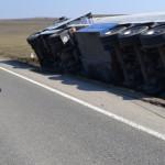 DÂMBOVIŢA: Cisternă cu motorină răsturnată la Brăteşti