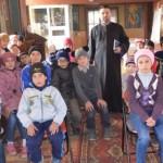 EXEMPLU: Un preot din Teleorman strânge haine pe Facebook pentru copii...