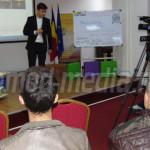 EXEMPLU: Adolescentul Eusebiu Barbu promovează Târgoviştea la pas, mai...