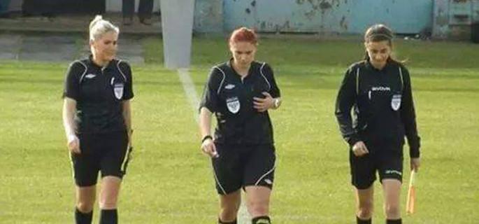 Denisa Comănoiu (centru)