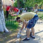 DÂMBOVIŢA: Tinerii UNPR-işti au ecologizat parcul de joacă pentru copi...