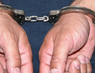 DÂMBOVIŢA: Cinci bărbaţi, reţinuţi pentru furt şi proxenetism