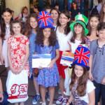 CONCURS: O elevă din Piteşti şi una din Slobozia merg gratuit într-o t...