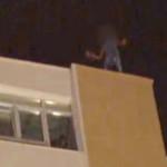 VIDEO: Un tânăr din Piteşti, salvat de la moarte, după ce a ameninţat ...