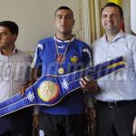Cătălin Cristea, boxerul de aur al Târgoviştei, a fost premiat şi acas...
