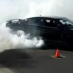 DÂMBOVIŢA: Cursă ilegală de maşini pe strada Justiţiei din Târgovişte