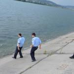 ARGEŞ: Sinucigaş, salvat de la înec de trei poliţişti care au dat dova...
