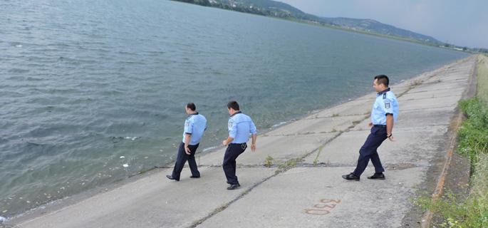 politisti baraj  baiculesti