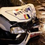 DÂMBOVIŢA: Maşină de Poliţie, făcută praf de un participant la trafic