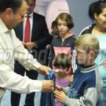 DÂMBOVIŢA: Tradiţie unică la Partida Romilor! Gratuit, ghiozdane şi re...