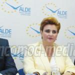 ALDE: Funcţionarii se tem să mai semneze documente şi trenează rezolva...